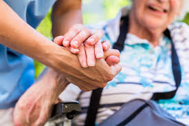 Signora Italiana con esperienza offresi per assistenza anziani