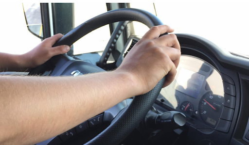 Cercasi autista patente CE più CQC